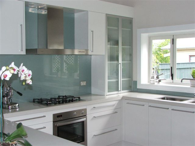 edk - kitchen stove and extractor